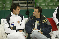 7-2-06, Netherlands, Amsterdam, Daviscup, first round, Netherlands-Russia, training , John van Lottum is being intervieuwd bij Telegraaf journalist Dik Springer
