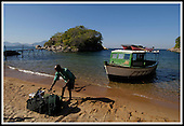 Arrivals and departures from Mumbo Island, Lake Malawi .... Pic Donald MacLeod 29.05.05