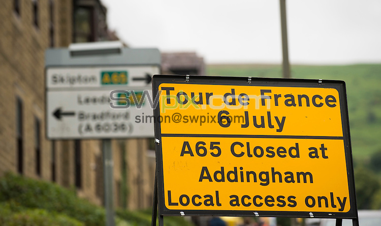 Picture by Allan McKenzie/SWpix.com -  05/07/2014 - Cycling - Tour de France 2014 Grand Depart - Stage 1, Leeds to Harrogate - Yorkshire, England - Ilkley signage.
