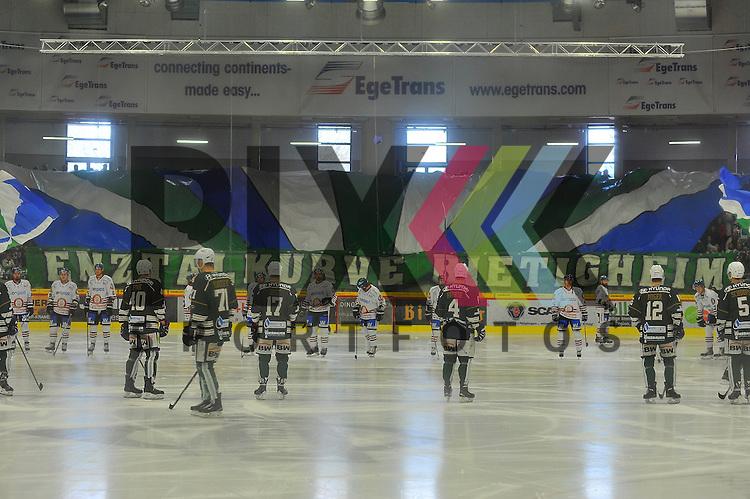 Choreografie der Steelers Fans Enztal Kurve Bietigheim.<br /> <br /> Deutschland, Bietigheim-Bissingen:  Eishockey, DEL2 PlayOff Halbfinale: SC Bietigheim Steelers vs. EVL Landshut Eishockey am 06.04.2015,  EgeTrans Arena im Spiel SC Bietigheim - EV Landshut.<br /> <br /> Foto &copy; P-I-X.org *** Foto ist honorarpflichtig! *** Auf Anfrage in hoeherer Qualitaet/Aufloesung. Belegexemplar erbeten. Veroeffentlichung ausschliesslich fuer journalistisch-publizistische Zwecke. For editorial use only.