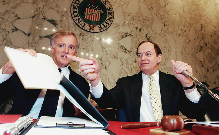 6-9-99.ENERGY DEPARTMENT REORANIZATION -- Bob Kerry, D-Neb., and Chairman Richard C. Shelby, R-Ala., talk before the start of the Senate Select Intelligence Committee hearing on the Energy Department reoranization..CONGRESSIONAL QUARTERLY PHOTO BY DOUGLAS GRAHAM