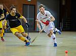 Almere - Zaalhockey  Amsterdam-Den Bosch (m) . Robert Tigges met Austin Smith (Den Bosch)  TopsportCentrum Almere.    COPYRIGHT KOEN SUYK