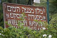 """Asie/Israël/Galilée/Rosh Pina/Safed: Enseigne de l'Hotel Restaurant """"Mizpe Hayamim"""" avec sa ferme bio créé par le docteur Yaros Yaroshlavsky dans les années 60"""