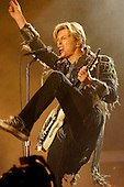 Jun 14, 2004: DAVID BOWIE - Live at the Isle of Wight Festival UK