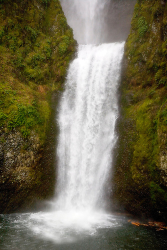 THE LOWER HALF OF MULTNOMAH FALLS IN THE COLUMBIA RIVER GORGE IN OREGON
