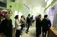 Elettori in fila in attesa di votare in un seggio elettorale a Roma, 13 aprile 2008, in occasione delle elezioni politiche ed amministrative..Voters line up outside of a polling station in Rome, 13 aprile 2008, waiting their turn to vote. Italians are voting in local and political elections..UPDATE IMAGES PRESS/Riccardo De Luca
