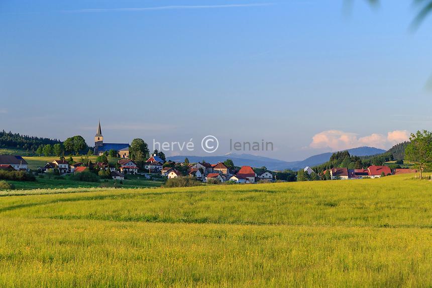 France, Doubs (25), Chaux-Neuve, le village, le soir // France, Doubs, Chaux Neuve