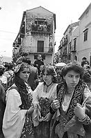 - Plain of the Albanian, celebrations of the Easter, women in typical Albanian dress (April 1983)....- Piana degli Albanesi, celebrazioni della Pasqua, donne in costume tipico albanese (aprile 1983)..