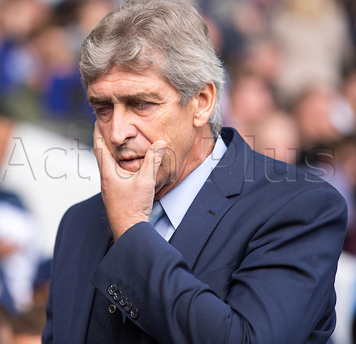 26.09.2015. London, England. Barclays Premier League. Tottenham Hotspur versus Manchester City. A bad afternoon at the office for Manuel Pellegrini, the Manchester City manager.