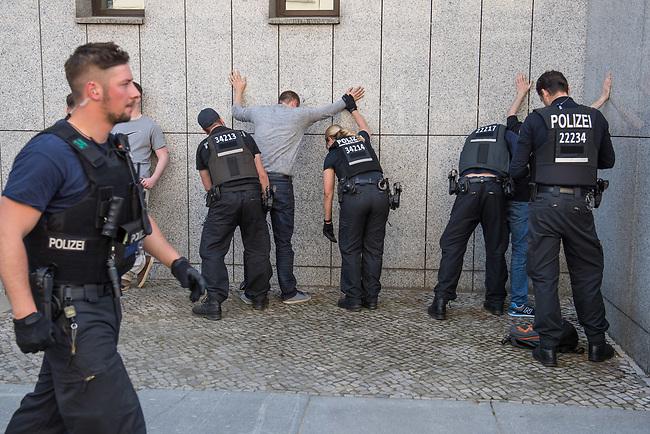 Rechtsextreme &quot;Identitaere&quot; versuchen Besetzung des Justizministerium.<br /> Am Freitag den 19. Mai 2017 versuchten ca. 40 Rechtsextremisten der sog. &quot;Identitaeren Bewegung&quot; (IB) das Justizministerium zu besetzen. Sie setzten das Ministerium und den Justizminister Maas mit der Staatssicherheit der DDR gleich, hatten DDR-Fahnen dabei und trugen zum Teil DDR-Militaeruniformen.<br /> Die Neonazis scheiterten jedoch mit der Besetzung, da die Polizei im Vorfeld von der Aktion informiert war und rechtzeitig vor Ort war. Als die Polizei die Neonazis aufforderte zu gehen, legten die sich auf den Fu&szlig;weg und skandierten &quot;Keine Gewalt&quot; und Parolen gegen Fluechtlinge und fuer Deutschland. Daraufhin wurden die Neonazis einzeln abgefuehrt, durchsucht und erhielten einen Platzverweis.<br /> Im Bild: Abgefuehrte &quot;Identitaere&quot; werden von der Polizei durchsucht.<br /> 19.5.2017, Berlin<br /> Copyright: Christian-Ditsch.de<br /> [Inhaltsveraendernde Manipulation des Fotos nur nach ausdruecklicher Genehmigung des Fotografen. Vereinbarungen ueber Abtretung von Persoenlichkeitsrechten/Model Release der abgebildeten Person/Personen liegen nicht vor. NO MODEL RELEASE! Nur fuer Redaktionelle Zwecke. Don't publish without copyright Christian-Ditsch.de, Veroeffentlichung nur mit Fotografennennung, sowie gegen Honorar, MwSt. und Beleg. Konto: I N G - D i B a, IBAN DE58500105175400192269, BIC INGDDEFFXXX, Kontakt: post@christian-ditsch.de<br /> Bei der Bearbeitung der Dateiinformationen darf die Urheberkennzeichnung in den EXIF- und  IPTC-Daten nicht entfernt werden, diese sind in digitalen Medien nach &sect;95c UrhG rechtlich geschuetzt. Der Urhebervermerk wird gemaess &sect;13 UrhG verlangt.]