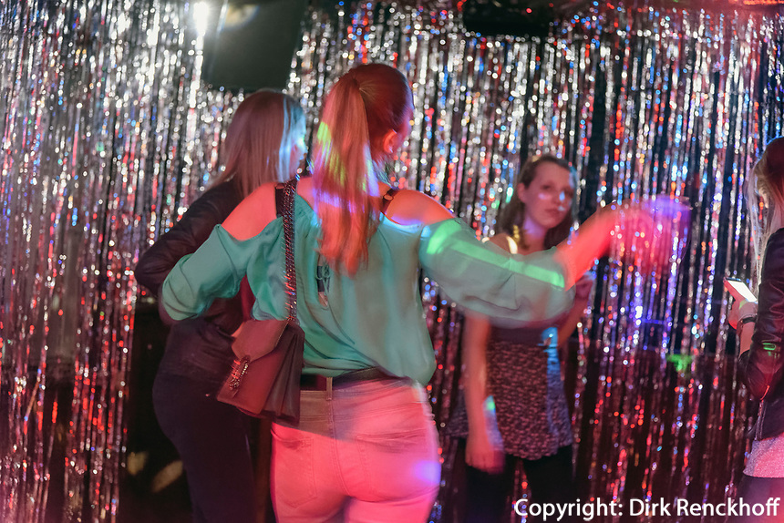 GlitzerGlitzer Party, Club und Disco Gr&uuml;ner J&auml;ger,  Neuer Pferdemarkt 36, Hamburg St. Pauli, Deutschland, Europa<br /> GlitzerGlitzer Party, Club and Disco Gr&uuml;ner J&auml;ger,  Neuer Pferdemarkt 36, Hamburg St. Paul, Germany, Europe