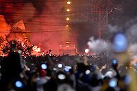 SANTOS, SP, 13 DE JUNHO DE 2012 - COPA LIBERTADORES DA AMÉRICA - SANTOS x CORINTHIANS: Onibus do Santos chega a Vila Belmiro antes da partida Santos x Corinthians, válida pela semifinal da Copa Libertadores da América em jogo realizado no Estádio da Vila Belmiro em Santos. FOTO: LEVI BIANCO - BRAZIL PHOTO PRESS