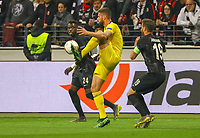 Olivier Giroud (Chelsea FC) gut aufgehoben bei Danny da Costa (Eintracht Frankfurt), David Abraham (Eintracht Frankfurt) - 02.05.2019: Eintracht Frankfurt vs. Chelsea FC London, UEFA Europa League, Halbfinale Hinspiel, Commerzbank Arena DISCLAIMER: DFL regulations prohibit any use of photographs as image sequences and/or quasi-video.
