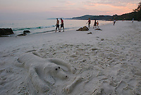Sunset at Hat Kaibae. Sand sculpture of a dog.