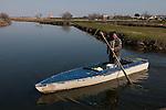 Venezia - Laguna Nord Lio Piccolo. Mauro pesca le anguille. Venice - Lio Piccolo Mauro fisherman.