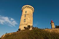 Europe/France/Poitou-Charentes/17/Charente-Maritime/Ile de Ré/Saint-Clément-des-Baleines: L'ancienne Tour des Baleines construite par Vauban et le Phare des Baleines  est situé à la pointe ouest de l' ile.<br /> Le phare doit son nom, au fait qu'un nombre relativement élevé de baleines sont venues s'échouer à cet endroit de l'île de Ré par le passé.Le phare est haut de 57 mètres et l'accès au sommet se fait par un escalier hélicoïdal de 257 marches.