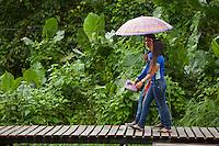 Na Vila Progresso, Arquipélago do Bailique, pequenas residências e casas comerciais atendem moradores transitam pelas pontes de madeira (estivas), nas ruas da pequena comunidade.<br />  Amapá, Brasil.Foto Paulo Santos 11/06/2015