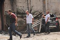 SÃO PAULO,SP, 20.03.2016 - ACIDENTE-AVIÃO - Peritos da Polícia Civil,Corpo de Bombeiros e Aeronáutica chegam ao local do acidente aéreo na zona norte da capital que aconteceu neste sábado (19), para avaliar o local, na manhã deste domingo (20). ( Foto : Marcio Ribeiro / Brazil Photo Press)