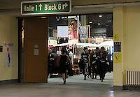 WGT 2013 - Blick in die Agra Halle1 , in der sich der große Marktplatz befindet . Foto: Norman Rembarz