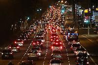 SAO PAULO, SP, 19.09.2013 - TRASITO /SAO PAULO - Transito na Avenida Alcantara Machado (Radial Leste)  sentido bairro na altura do bairro da Mooca nesta quinta-feira, 19. (Foto: Vanessa Carvalho / Brazil Photo Press).