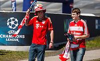 MUNIQUE, ALEMANHA, 19 DE MAIO DE 2012 - LIGA DOS CAMPEOES FINAL - BAYERN  DE MUNIQUE X CHELSEA - Movimentacao de torcedores em frente ao estadio Allianz Arena em Munique na Alemanha na tarde deste sabado , onde acontece a partida final da Liga dos Campeoes da Europa, entre Bayern de Munique x Chesea. (FOTO: WILLIAM VOLCOV / BRAZIL PHOTO PRESS).