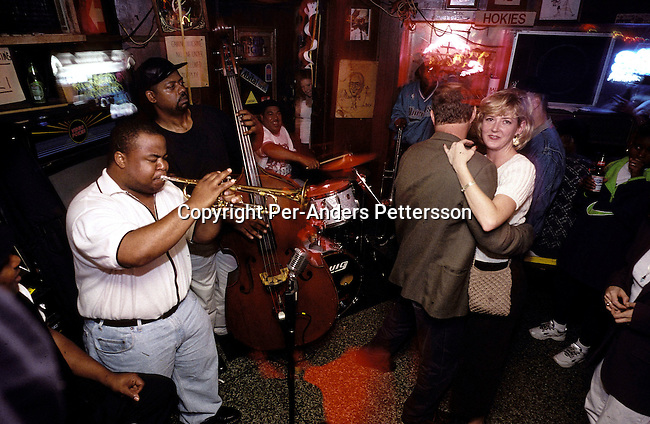 dilsbup00030.People. Buppy. A Jazz band performing at a club on October 22, 1998 in the French Quarter in New Orleans, USA. People from all over the world comes to New Orleans to enjoy music, good food and lax laws on drinking alcohol in public..©Per-Anders Pettersson/iAfrika Photos.
