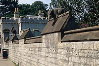 Großbritannien, Wales, Cardiff, Tiermauer vor der Burg.animal wall in front of the castle, Cardiff