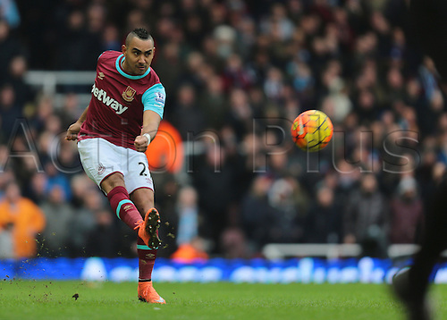 27.02.2016. Boleyn Ground, London, England. Barclays Premier League. West Ham versus Sunderland. West Ham United Midfielder Dimitri Payet crosses into the Sunderland area