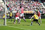 Nederland, Alkmaar, 25 maart 2012.Eredivisie.Seizoen 2011-2012.AZ-RKC Waalwijk (1-0).Jozy Altidore van AZ kopt de bal langs het doel