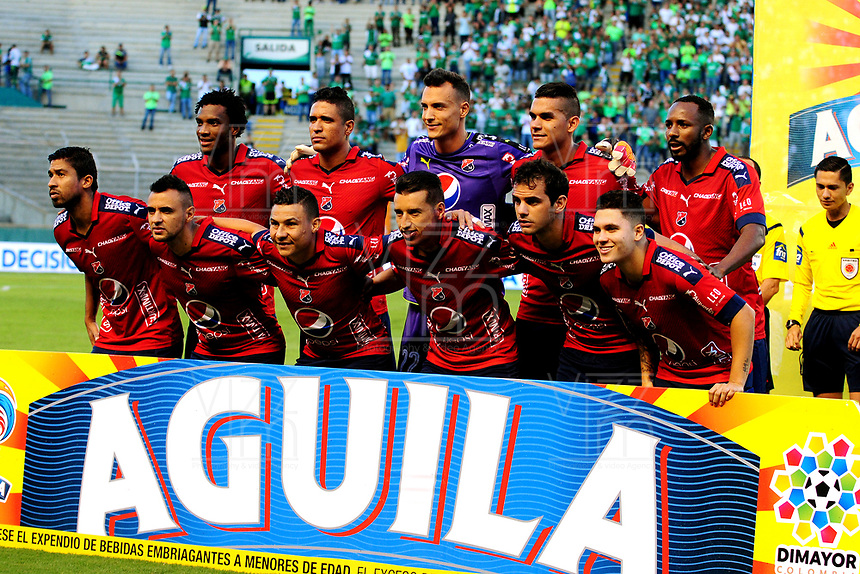 CALI - COLOMBIA - 01 - 06 - 2017: Los jugadores de Deportivo Cali, posan para una foto, durante partido de ida de los cuartos de final entre Deportivo Cali y Deportivo Independiente Medellin, por la Liga Aguila I-2017, jugado en el estadio Deportivo Cali (Palmaseca) de la ciudad de Cali. / The players of Deportivo Cali, pose for a photo, during a match of the first leg of the quarte of finals between Deportivo Cali and Deportivo Independiente Medellin, for the Liga Aguila I-2017 at the Deportivo Cali (Palmaseca) stadium in Cali city. Photo: VizzorImage  / Nelson Rios / Cont.