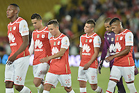 BOGOTÁ -COLOMBIA, 07-02-2016. Los jugadores de Santa Fe abandonan el campo de juego en el intermedio del partido entre Independiente Santa Fe y Millonarios por la fecha 3 de la Liga Aguila I 2016 jugado en el estadio Nemesio Camacho El Campin de la ciudad de Bogota. / The players of Santa Fe leave the field at halftime of the match between Independiente Santa Fe and Millonarios for the date 3 of the Liga Aguila I 2016 played at the Nemesio Camacho El Campin Stadium in Bogota city. Photo: VizzorImage/ Gabriel Aponte / Staff