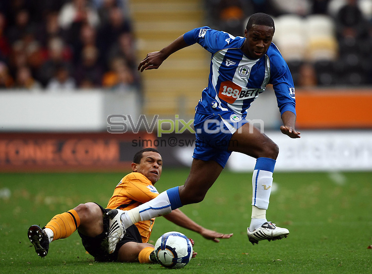 PICTURE BY VAUGHN RIDLEY/SWPIX.COM - Football - Barclays Premier League - Hull City v Wigan - KC Stadium, Hull, England - 03/10/09...Copyright - Simon Wilkinson - 07811267706...Wigan's Emmerson Boyce and Hull's Giovanni battle for the ball.