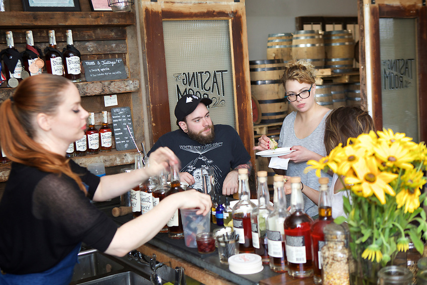 BROOKLYN, NY - June 27 2017: Edible Collective gathered food and drink professionals to tour and taste the Van Brunt Stillhouse in Red Hook.<br /> <br /> Credit: Clay Williams for Edible Brooklyn.<br /> <br /> &copy; Clay Williams / http://claywilliamsphoto.com