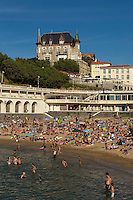 France, Aquitaine, Pyrénées-Atlantiques, Pays Basque,  Biarritz :  Plage du Port Vieux  et villa le Goéland,  Plateau de l'Atalaye  //  France, Pyrenees Atlantiques, Basque Country, Biarritz : Beach: Old Port of Biarritz and Villa:  le Goéland,  Plateau de l'Atalay
