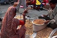 Händlerin auf der Chandni Chowk in  Delhi, Indien