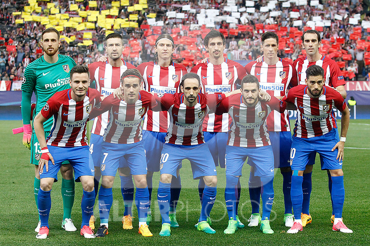 Atletico de Madrid's team photo with Jan Oblak, Gabi Fernandez, Filipe Luis, Stefan Savic, Fernando Torres, Diego Godin, Saul Niguez, Antoine Griezmann, Juanfran Torres, Koke Resurrecccion and Yannick Ferreira Carrasco during Champions League 2016/2017 Quarter-finals 1st leg match. April 12,2017. (ALTERPHOTOS/Acero)