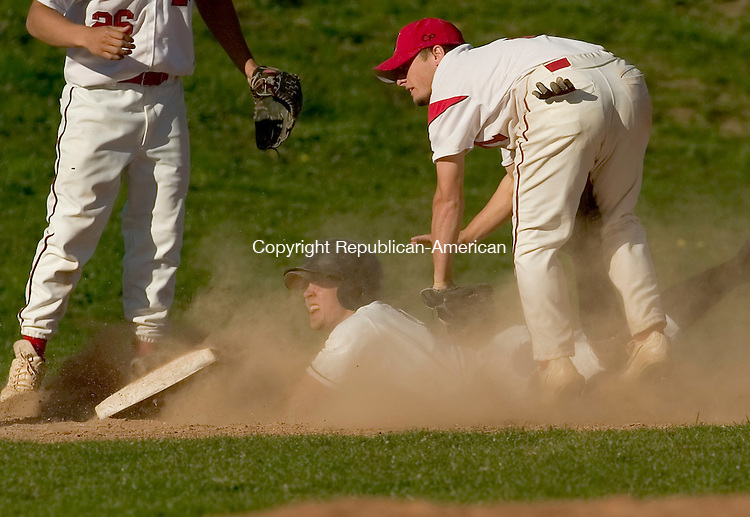 SOUTHBURY, CT- 17 APRIL 2008 --041708JS09--Pomperaug's Dan Coleman (16) gets tagged out by Masuk's Hunter Phillips (9) after getting caught in a run down during their game Wednesday at Pomperaug High School in Southbury. <br /> Jim Shannon / Republican-American