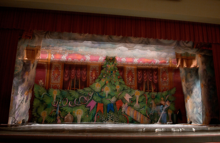 "Hocking Valley Bank is pleased to present ""The Nutcracker on Ice."" Magnificently costumed and performed to the music of the great ballet scores of Tchaikovsky and Prokoviev, this performance is sure to thrill children of all ages. Please join us at Memorial Auditorium on December 5 at 7:00 PM as the St. Petersburg State Ballet Company performs this timeless holiday classic."