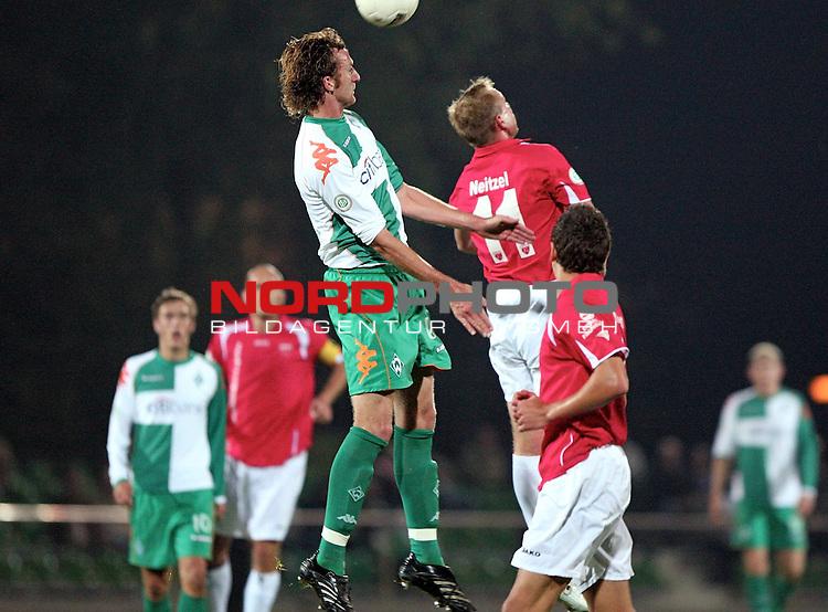 RLN 2007/2008 Hinrunde 07. Spieltag Nachholspiel 10.10.07<br /> Werder Bremen U23 gegen Kickers Emden<br /> <br /> Dominic Peitz (Bremen #6) im Kopfballduell mit Enrico Neitzel (Emden #11)<br /> <br />  <br /> <br /> Foto: &copy; nph ( nordphoto )