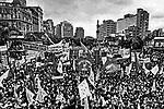 Comício por eleições Diretas Já na praça da Sé. SP. 1984. Foto de Juca Martins.