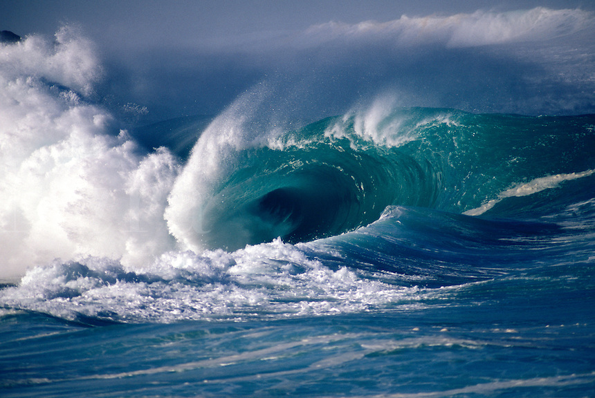 Hawaii, Oahu, Waimea Bay shorebreak, giant wave.