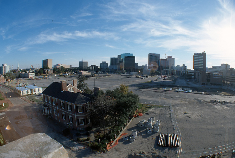 1996 November 01..Redevelopment..Macarthur Center.Downtown North (R-8)..LOOKING SOUTH FROM FREEMASON GARAGE...NEG#.NRHA#..