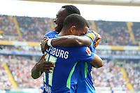 celebrate the goal, Torjubel zum 0:1 von Daniel Divadi (VfL Wolfsburg) mit Josuha Guilavogui (VfL Wolfsburg) - 26.08.2017: Eintracht Frankfurt vs. VfL Wolfsburg, Commerzbank Arena, 2. Spieltag Bundesliga
