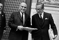 Paul Dozois: ministre des Finances, ministre des Institutions financières et Daniel Johnson.<br /> Entre le 25 et le 31 mars 1968<br /> <br /> Photographe : Photo Moderne