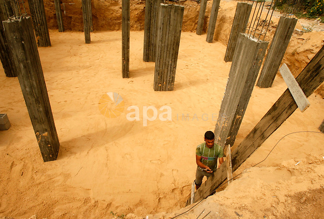 """Palestinian construction worker continues his work in """"Worker's Day""""  in Rafah southern Gaza Strip, on May 01, 2012. Photo by Eyad Al Baba"""