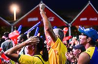 RIO DE JANEIRO, RJ, 26 DE JUNHO DE 2013 -CONCENTRA RIO-COPA DAS CONFEDERA&Ccedil;&Otilde;ES-RJ-  Torcedores participam do Concentra Rio, um ponto de encontro para que a torcida acompanhe os jogos da Copa das Confedera&ccedil;&otilde;es. A iniciativa ser&aacute; implementada no Terreir&atilde;o do Samba, tradicional espa&ccedil;o carioca, e contar&aacute; com atra&ccedil;&otilde;es que v&atilde;o al&eacute;m das partidas do campeonato da Fifa.O espa&ccedil;o funcionar&aacute; entre 15 e 30 de junho e contar&aacute; com um tel&atilde;o de LED com 60 m&sup2;, com a transmiss&atilde;o de imagens em alta defini&ccedil;&atilde;o, que ser&aacute; instalado em um palco de 200 m&sup2;. Al&eacute;m dos jogos, o palco no Terreir&atilde;o do Samba receber&aacute; uma s&eacute;rie de shows, entre eles, os de Tiago Abravanel, Revela&ccedil;&atilde;o, Arlindo Cruz e Neguinho da Beija-Flor., no centro do Rio de Janeiro.<br /> FOTO:MARCELO FONSECA/BRAZIL PHOTO PRESS