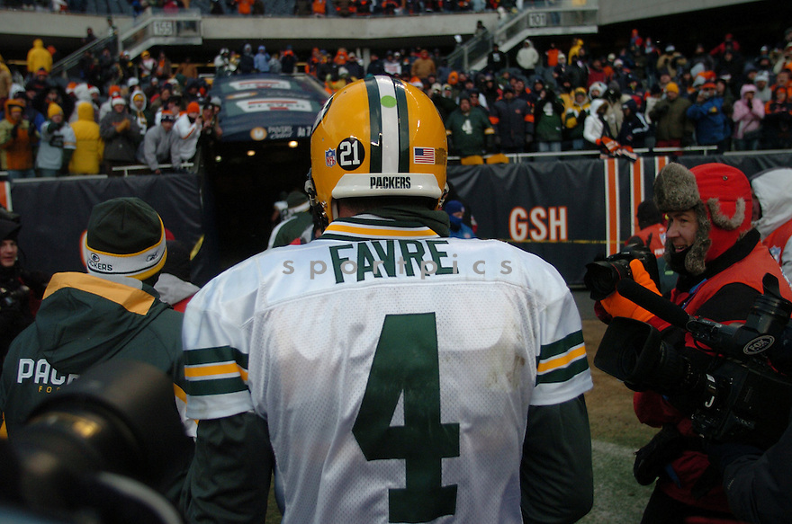 BRETT FAVRE, of the Green Bay Packers in action during the Packers game against the Chicago Bears  on December 23, 2007 in Chicago, Illinois...Patriots win 20-10..SportPics