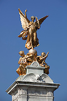 Great Britain, England, London: Gold plated Victory atop the Queen Victoria Memorial, opposite Buckingham Palace