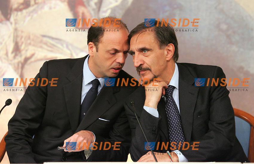 ANGELINO ALFANO E IGNAZIO LA RUSSA<br /> Roma 16/04/2010 Conferenza stampa al termine del Consiglio dei Ministri.<br /> Photo Samantha Zucchi Insidefoto