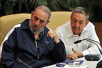 HAB04. LA HABANA (CUBA), 19/04/2011.- El expresidente cubano Fidel Castro (i), y el actual mandatario, Raúl Castro (d), asisten hoy, martes 19 de abril de 2011, a la clausura del VI Congreso del Partido Comunista de Cuba en La Habana. Raúl Castro fue elegido hoy primer secretario del Partido Comunista de Cuba (PCC, único), el máximo cargo de la organización donde sustituye a su hermano Fidel, que cedió el poder en 2006 por una enfermedad y que ocupó ese puesto desde la fundación del partido en 1965. EFE/Alejandro Ernesto